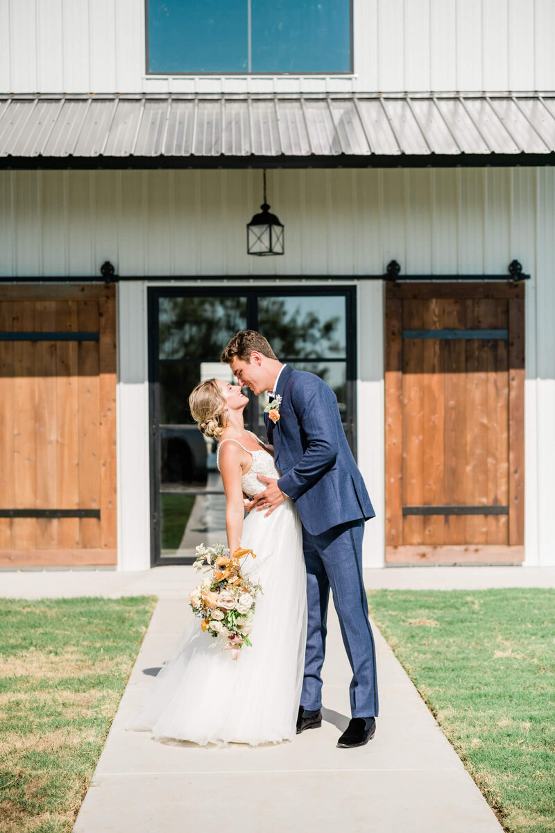 Davis-grey-farms-wedding-celeste-texas-wedding-treasured-heart-events-dallas-wedding-photographer-white-orchid-photography-3