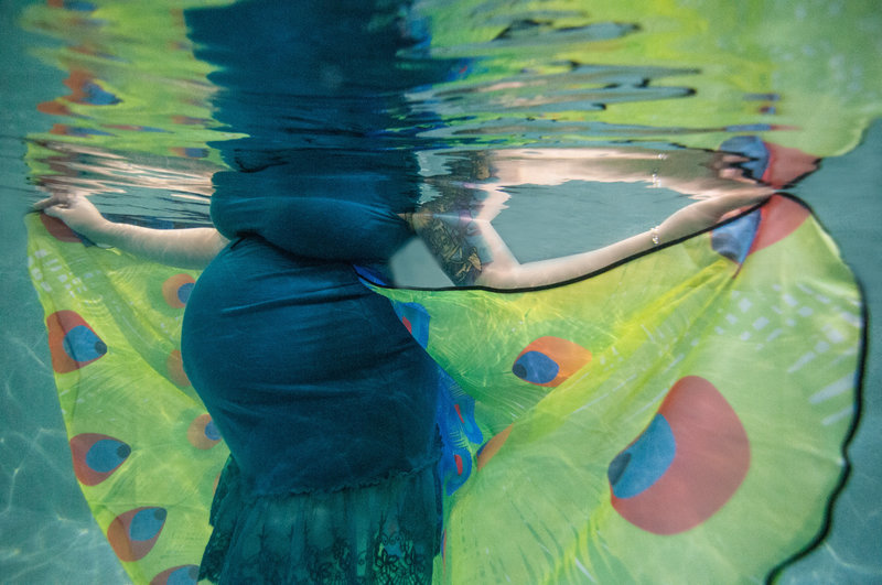 denver-underwater-photography-maternity-mermaid-peacock-portraits-melissa-mullins