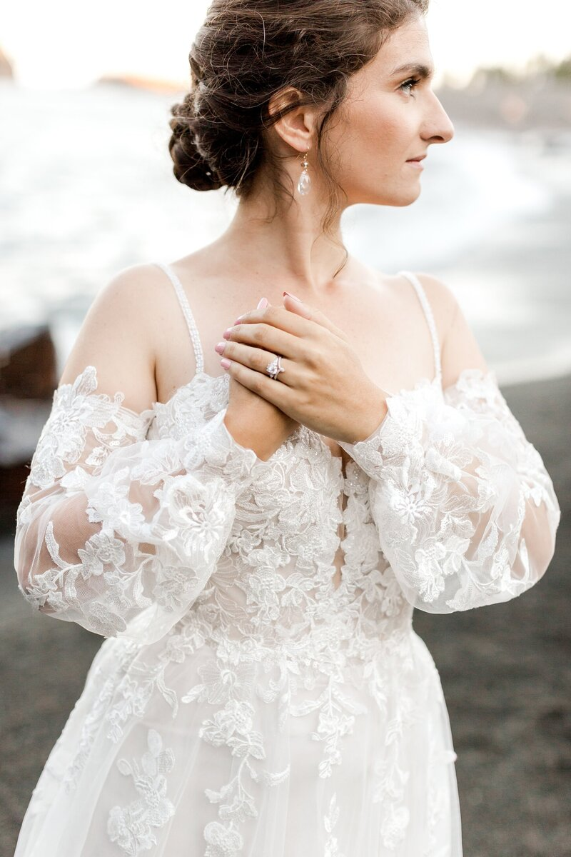 black-sand-beach-hawaii-alexandra-robyn-destination-elegant-elopement-photo-inspiration_0038