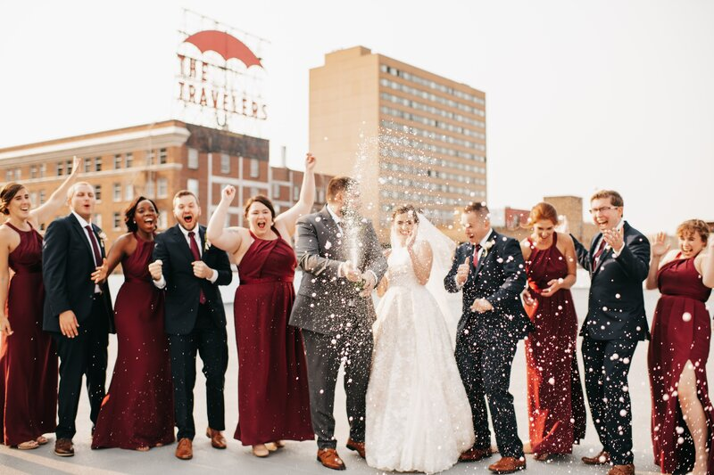 The River Center Des Moines Iowa Wedding Photos-9-min