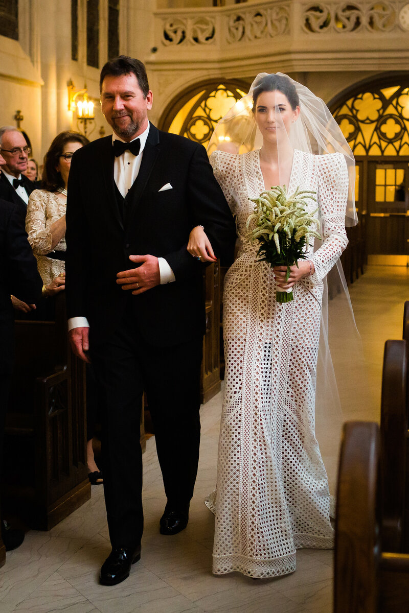 bride-and-dad-st-james-chapel-chicago