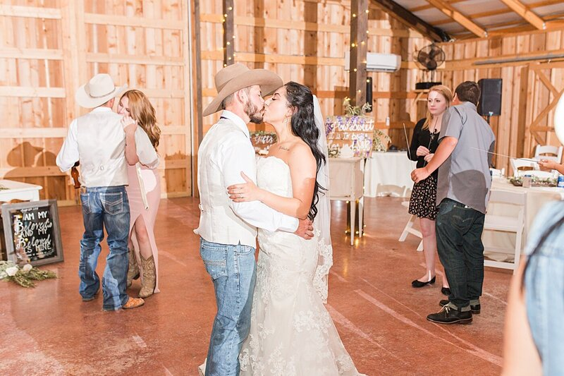 Austin-Texas-Barn-Wedding48