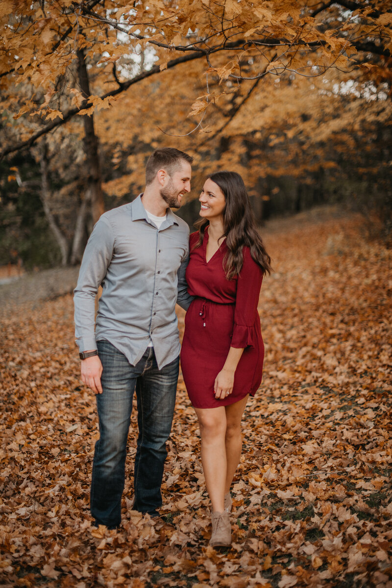 autumn_woodsy_engagement_session