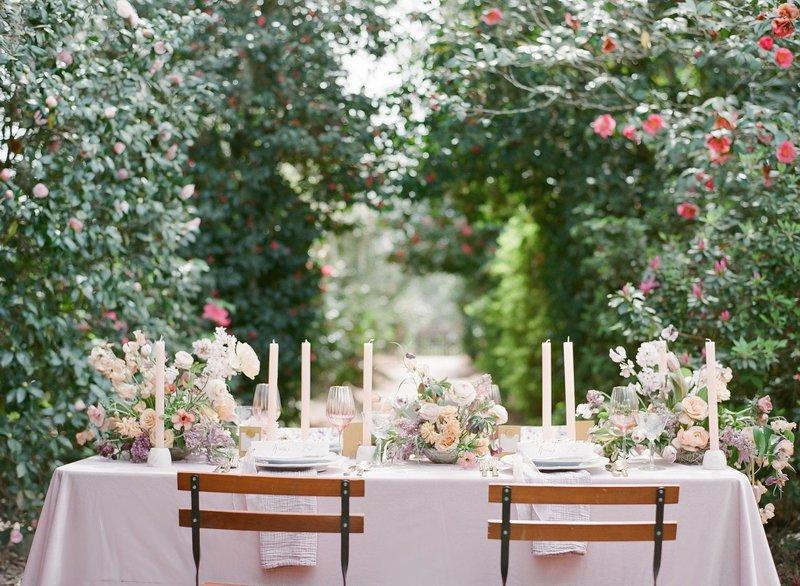 Outdoor wedding tablescape underneath the trees at Middleton Place, Charleston
