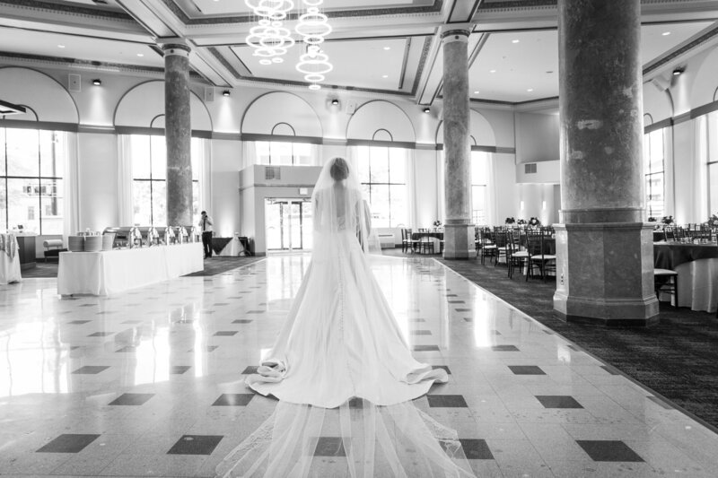 bride walking into the lobby at cityflats ballroom port huron