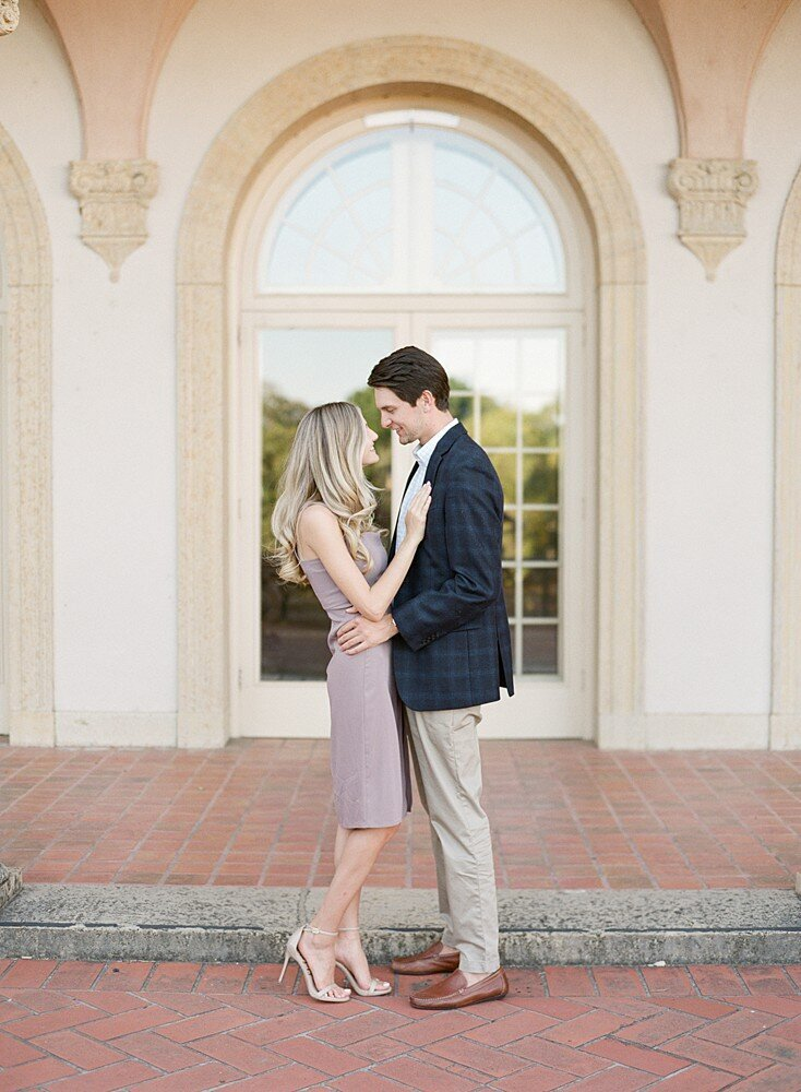 tulsa-wedding-photographer-engagement-session-at-the-philbrook-museum-laura-eddy-photography_0001