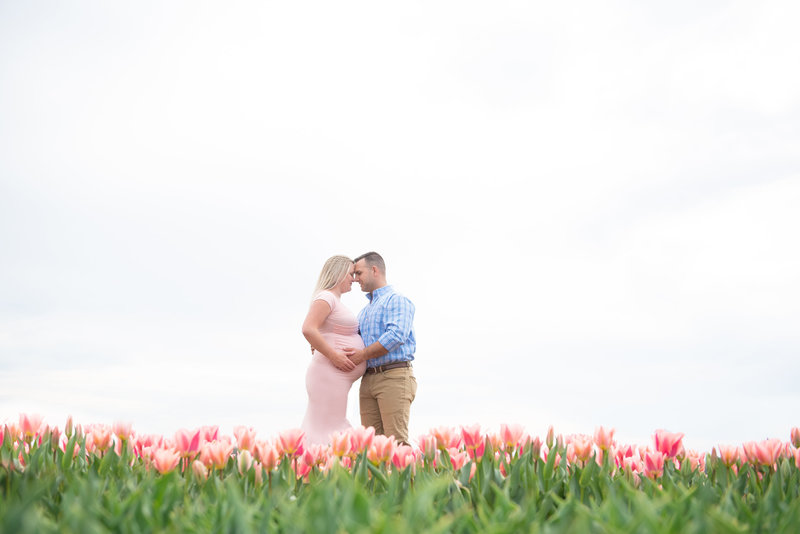 spring lifestyle maternity session at holland ridge farms