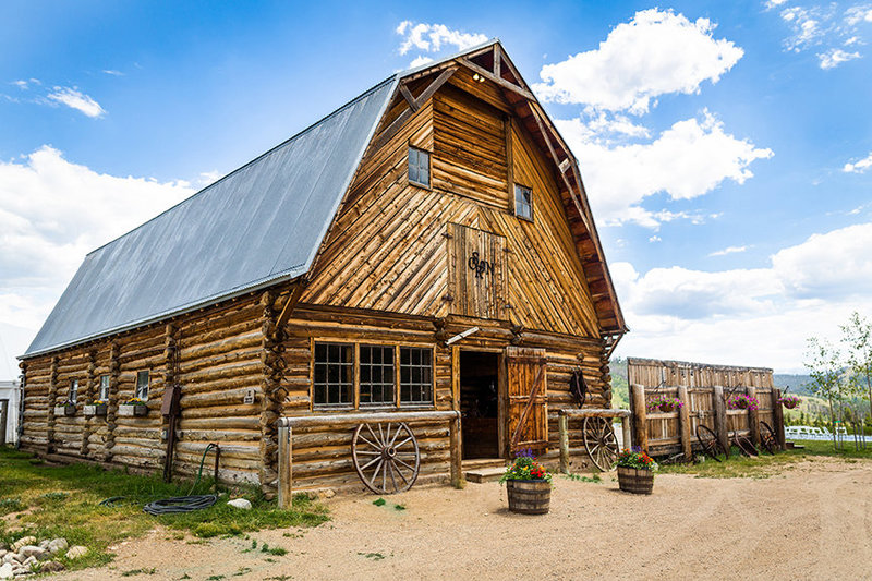 Historic-Ranch-wedding-venue-Located-in-the-mountains-Strawberry-Creek-granby-colorado-Ranch-Ashley-McKenzie-Photography-LR
