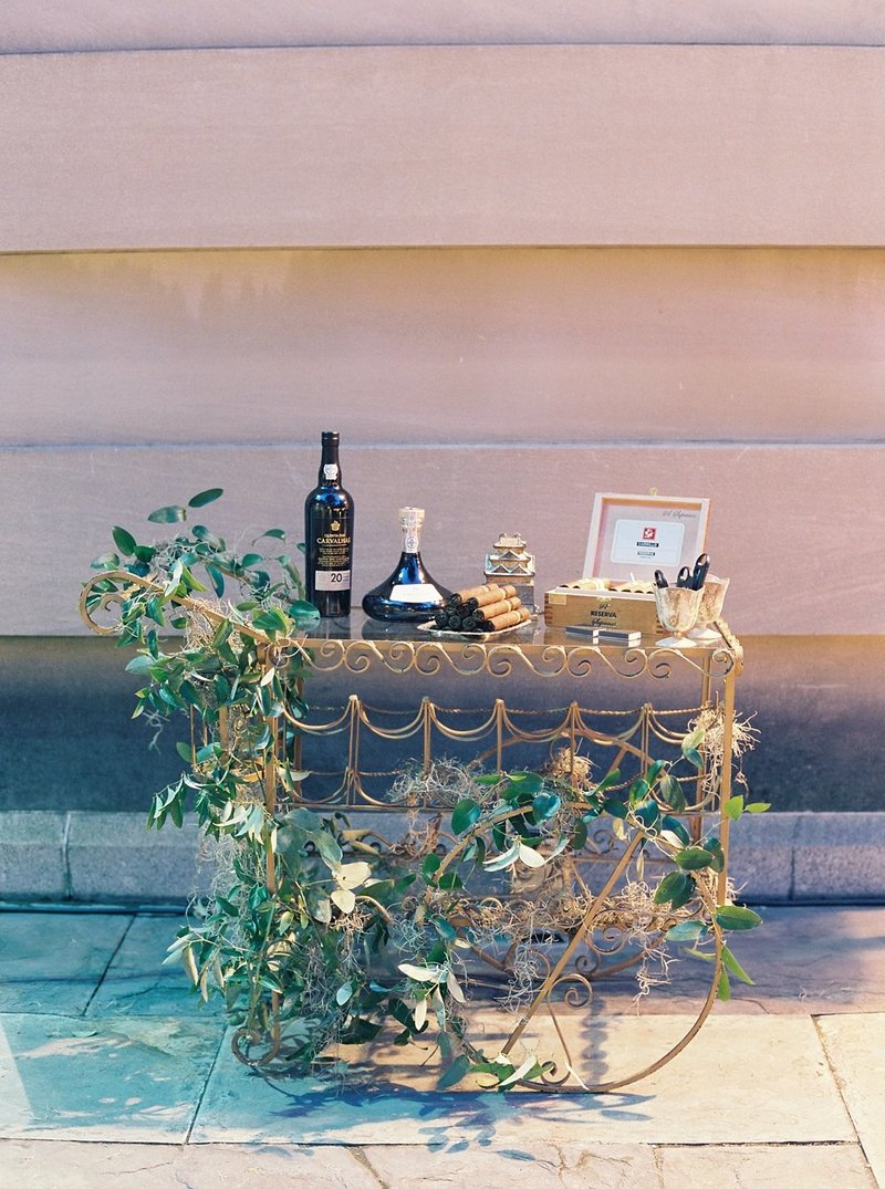 28-chic-cigar-cart-at-wedding