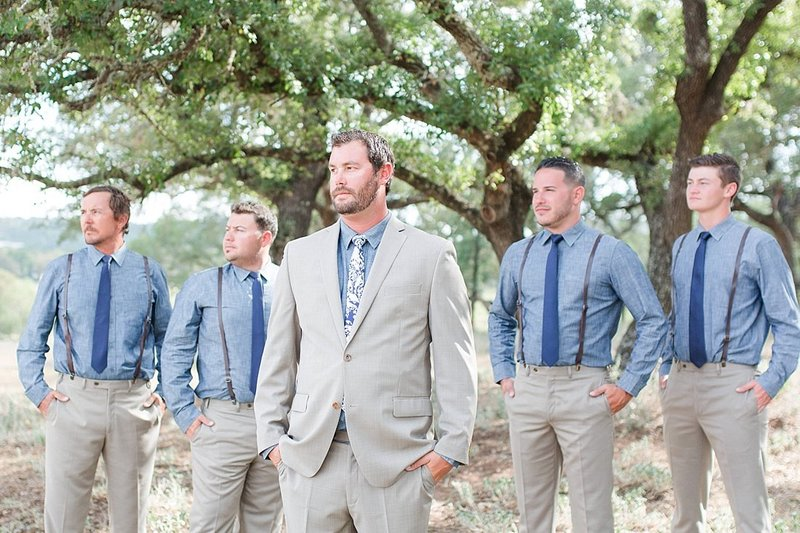 Navy and greenery botanical wedding at The Lodge at Country Inn _ Cottages Wedding Venue in Fredericksburg Texas_0041