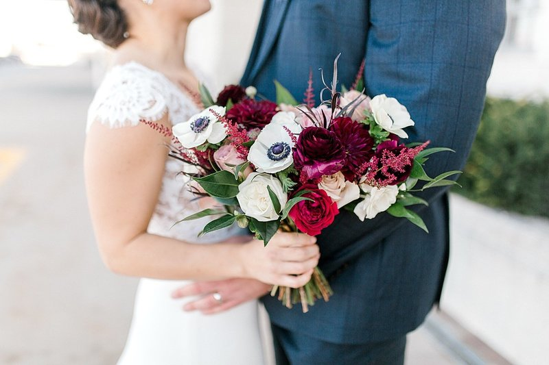 Durham-museum-late-fall-early-winter-burgundy-blush-gold-classic-elegant-wedding-by-Lindsay-Elizabeth-Events-Omaha-Nebraska-Wedding-Planner-Florist_0056
