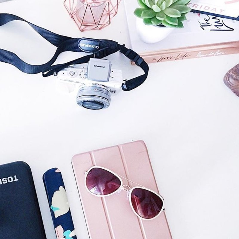instagram_camera_pink_flatlay