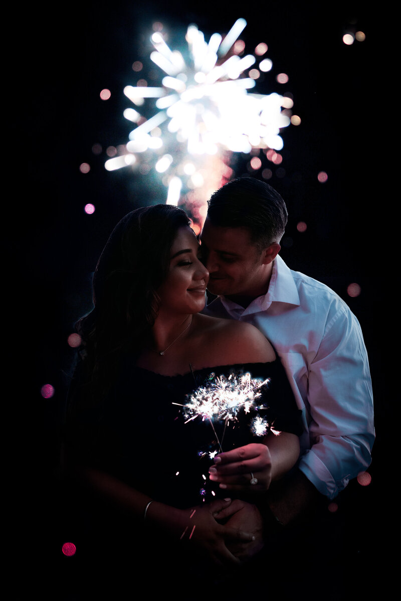 social size - daniela and ian - fireworks-suessmoments