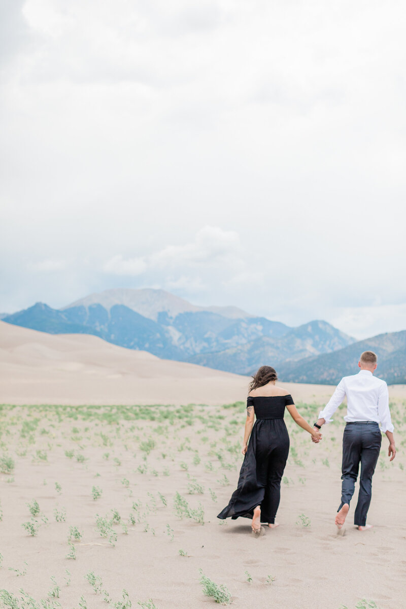 Sand Dunes Engagement - Photos by Ava Vienneau-24