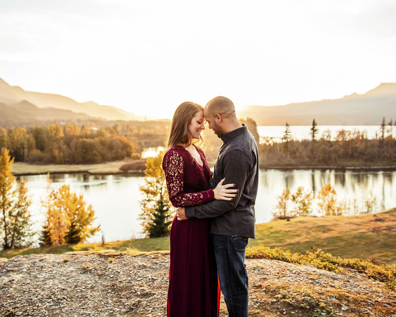 sunset adventure engagement session at the Columbia River Gorge in Oregon