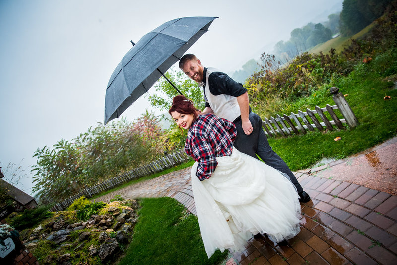 wedding in the rain Minneapolis wedding photographer