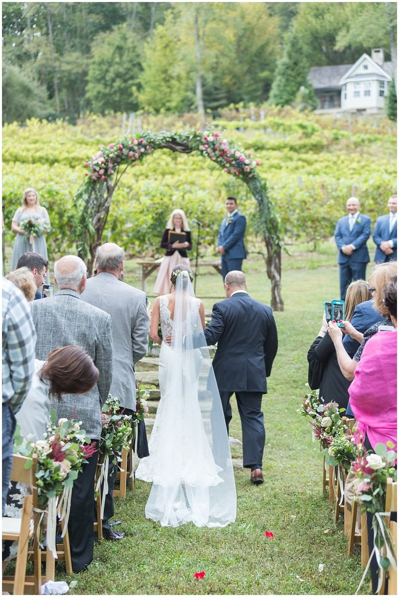 laura-barnes-photo-north-carolina-wedding-photographer-highlands-37-holly-high-vineyard30