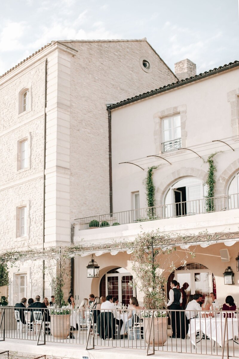 29_Provence_Luxury_Wedding_Photographer (1 von 1)-79_Flora and Grace is a luxury wedding photographer at Bastide de Gordes in France. Discover their elegant and timeless fashion inspired wedding photography in France.