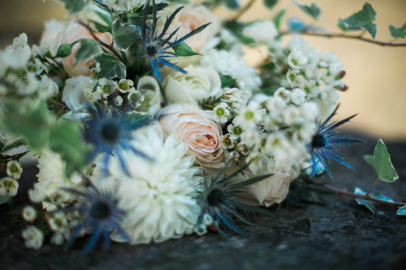 Omaha-nebraska-blue-and-white-cottage-wedding-planner-inspiration-and-floral-designer-by-Lindsay-Elizabeth-Events111