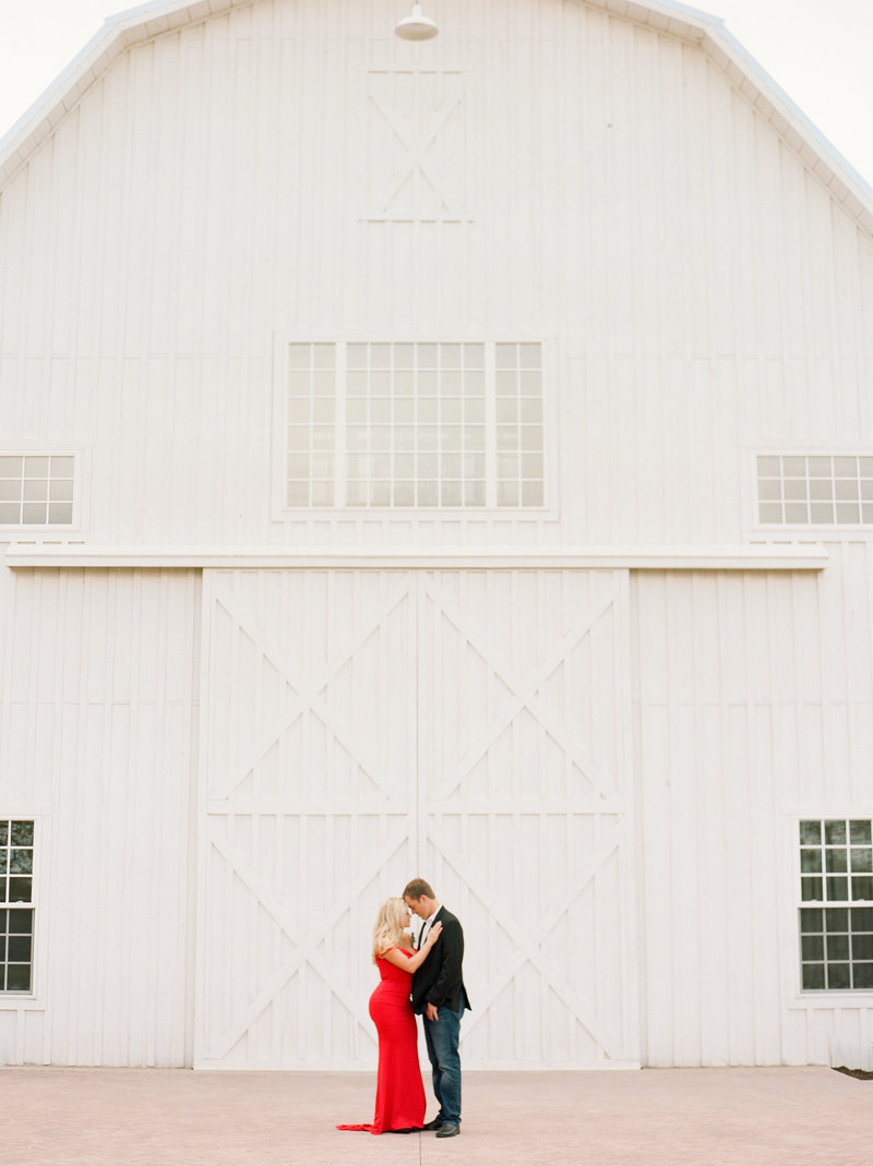 White-Sparrow-Barn-Engagement-session-Kristin+Chase030