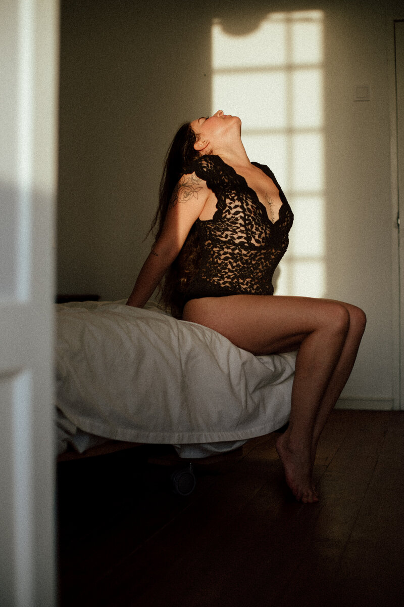 Amina-Boudoir-Photos-by-Emilie-Blanc-5