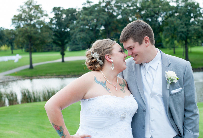 Oxbow Country Club Fargo Wedding Venue photographer Kris Kandel (9)