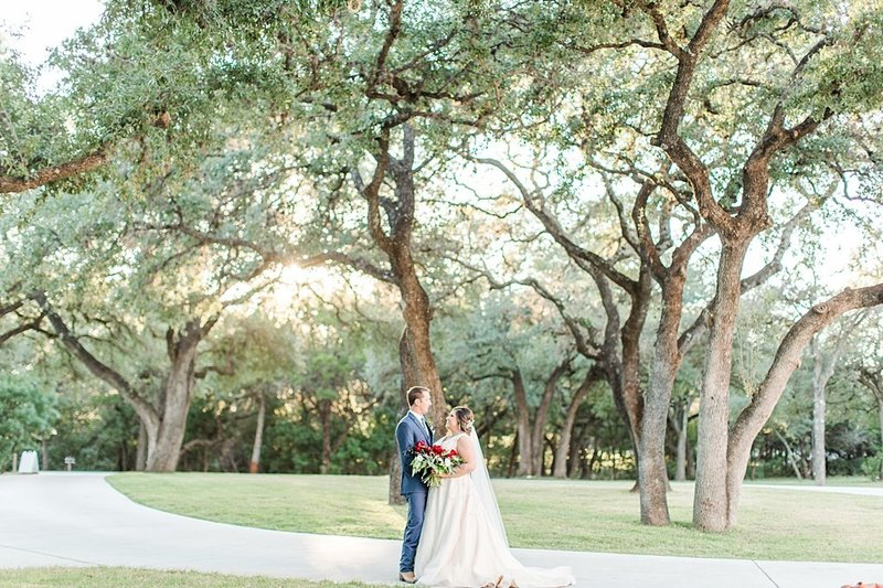 The Chandelier of Gruene in New Braunfels Texas Wedding Venue photos by Allison Jeffers Photography_0065