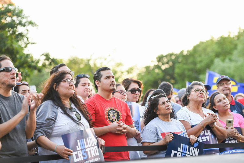 Julian Castro 2020 democratic primary crowd of supporters
