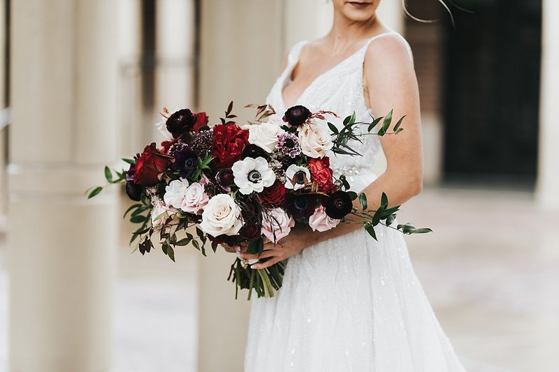 Dark-and-moody-winter-burgundy-and-wine-colored-wedding-at-the-omaha-barn-by-Omaha-Nebraska-Florist-and-Wedding-Planner-Lindsay-Elizabeth-Events_0025