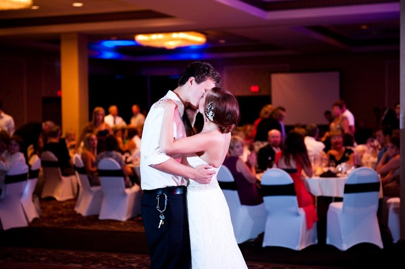 Ramada Plaza Wedding Venues in Fargo photos by Kris Kandel (15)