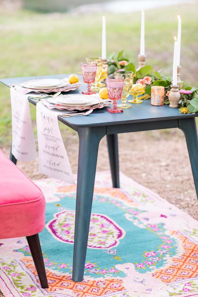 outdoor sweetheart table at Kendall Plantation in Boerne, TX