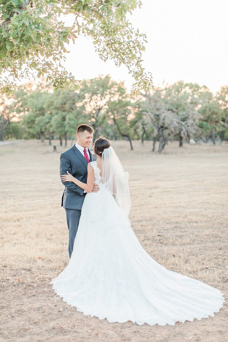 The Lodge at Country Inn and Cottages in Fredericksburg Texas Wedding Venue photos by Allison Jeffers Photography_0074