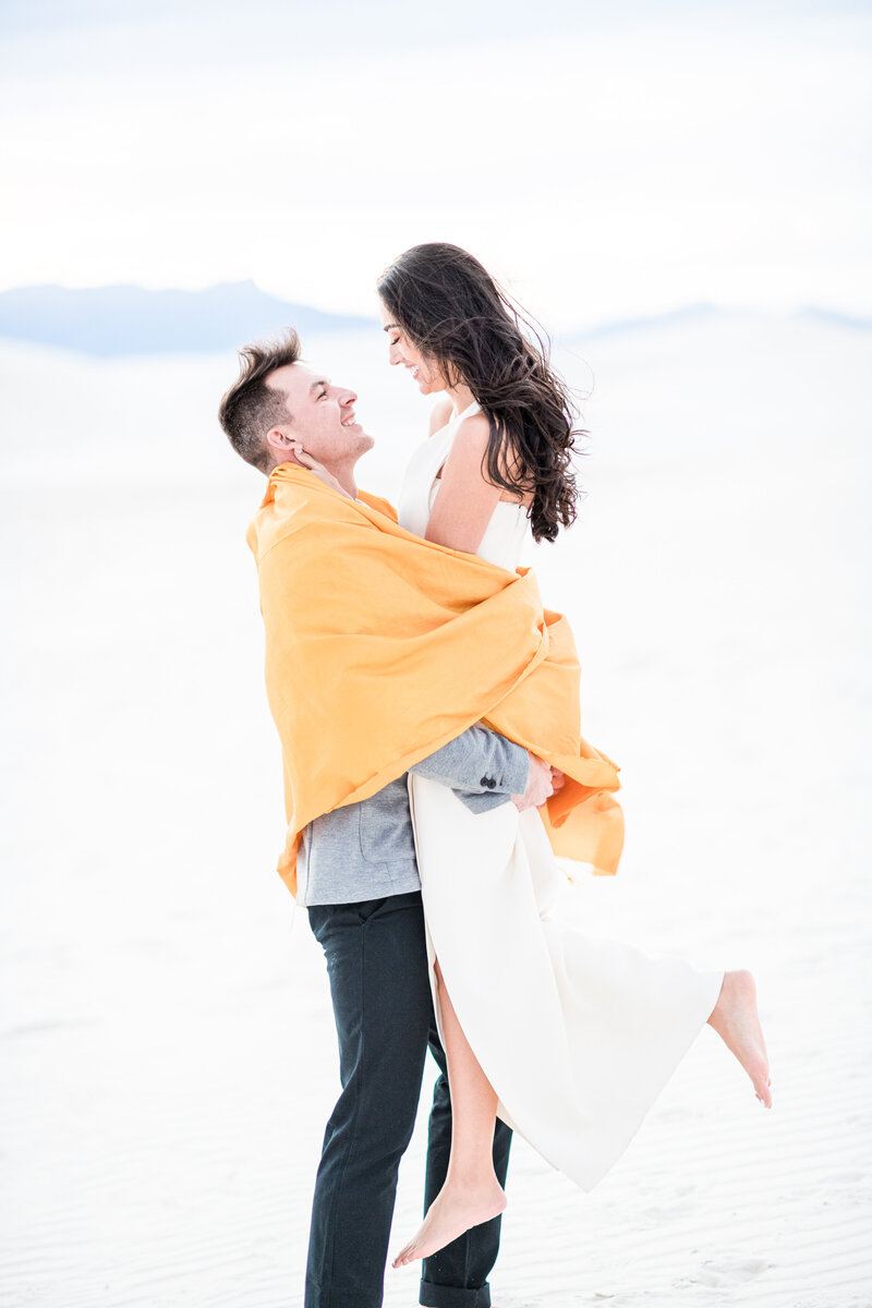 Destination-Elopement-Photographer-White-Sands-National-Park-Wedding-intimate-ceremony