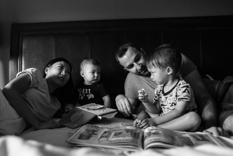 family-documentary-photography-reading-children-bed