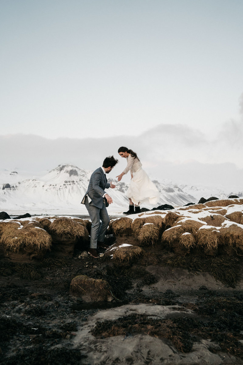 WiandaBongenPhotography_Sanne_Stevie_Iceland_Elopement+Black_Church_Budir-333