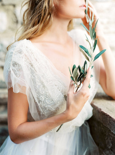 bridal portraits with greenery captured in ottawa ontario