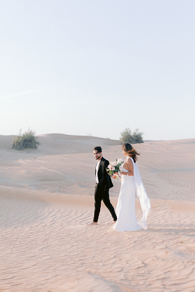 Wedding_photoshoot_in_the_desert_of_dubai_with breide_and_groom_editorial_bridal_shoot_gabriella_vanstern (34)