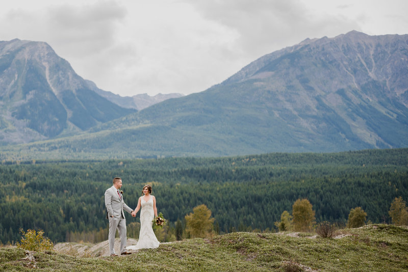 Red Deer Photographers-Raelene Schulmeister Photography- wedding photos-Mountain wedding ceremony-Bride and Groom wedding photos taken in the mountains-destination wedding Alberta