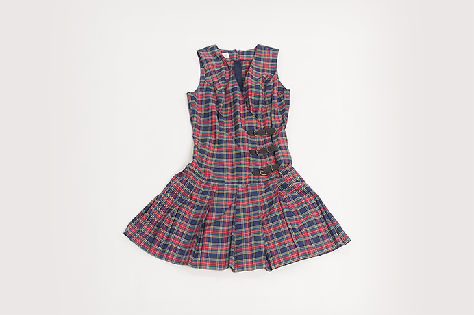 vintage-plaid-dress-with-buckle-detail-01