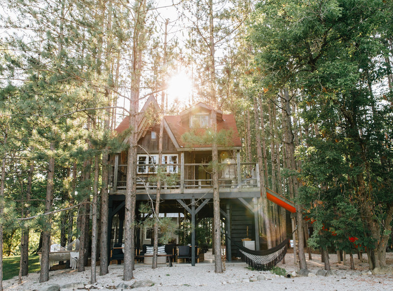 Rent the treehouse + cabin retreat  via Lynneknowlton.com