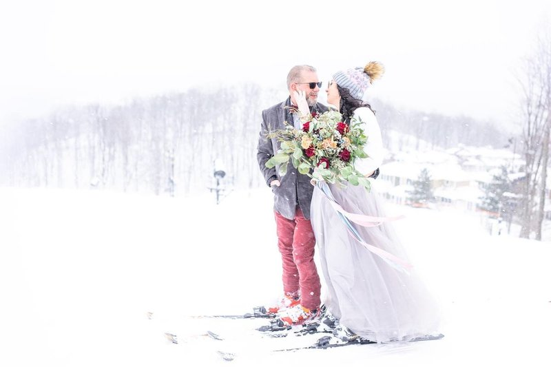 crystal-mountain-ski-resort-winter-wedding-ski