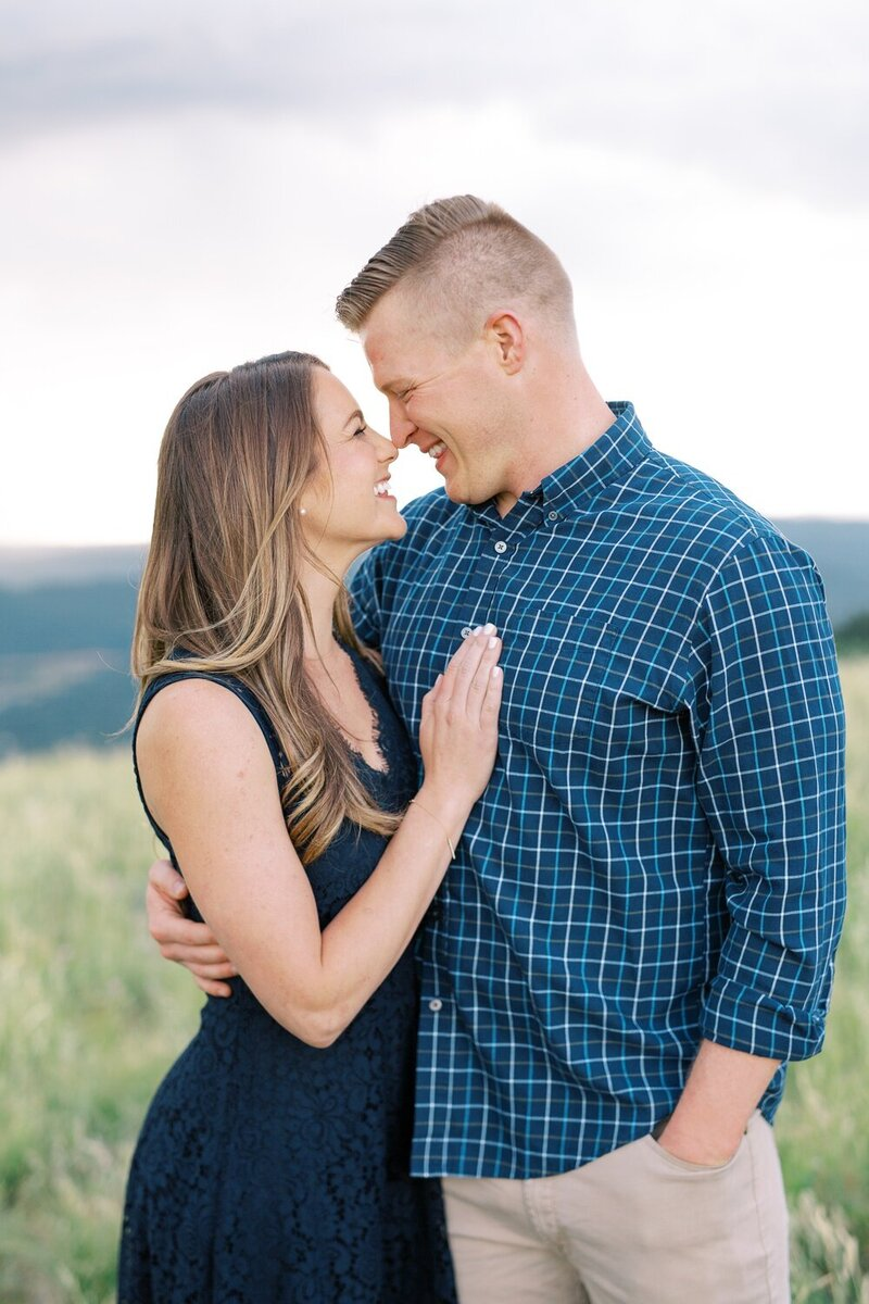 Playful Engagement with a Mountain View_0020