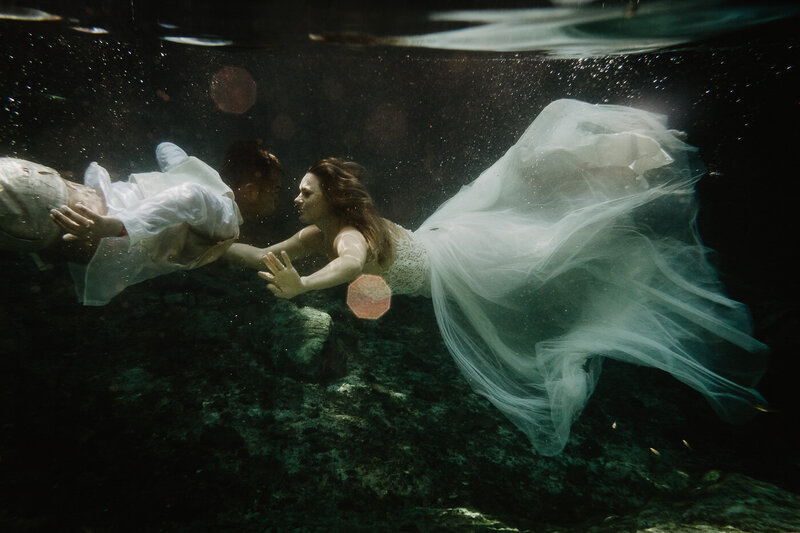 Underwater Shooting of a Bridal Couple in Mexico
