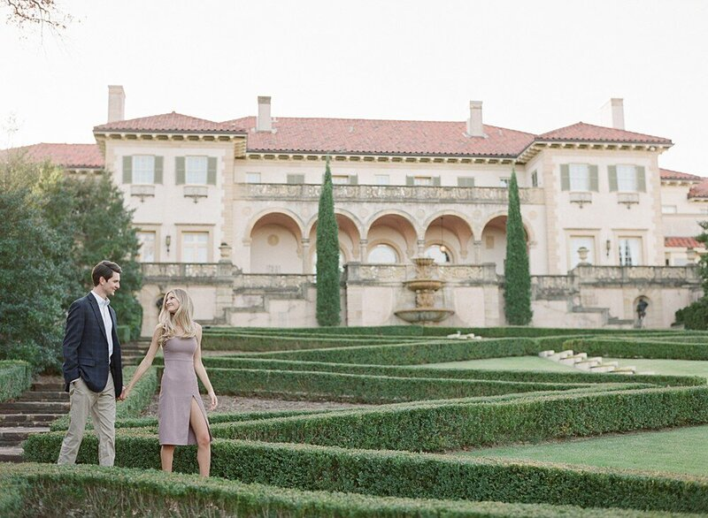 tulsa-wedding-photographer-engagement-session-at-the-philbrook-museum-laura-eddy-photography_0027
