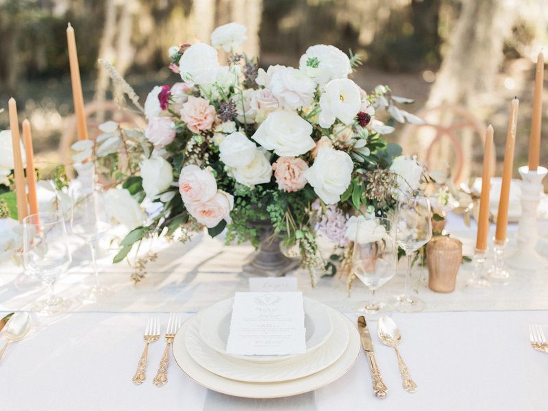 Jordan-and-Alaina-Photography-Nashville-Wedding-Photographer-Oldfield-Plantation-Okatie-South-Carolina-Tablescape-Florals