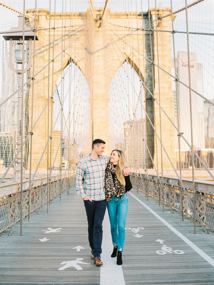 brooklyn bridge engagement photos in the morning