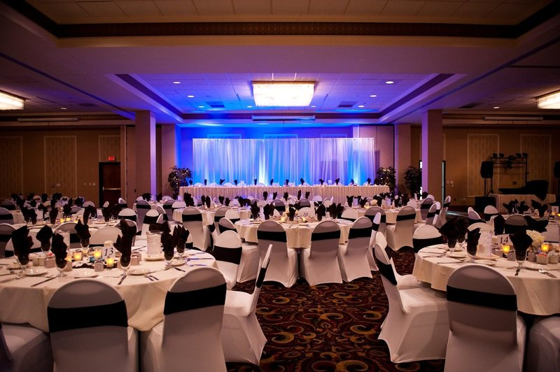 Ramada Plaza Wedding Venues in Fargo photos by Kris Kandel (14)