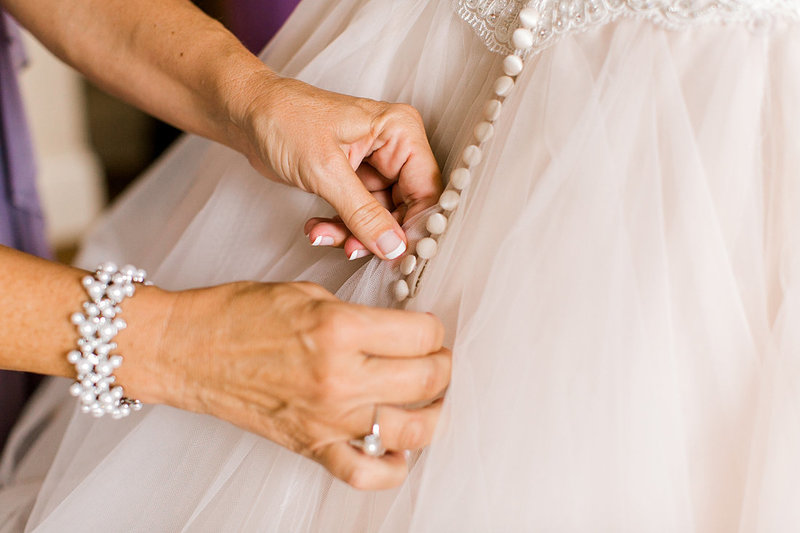 Wedding-Seelbach-Bride-Getting-Ready-Olmsted-Photo-By-Uniquely-His-Photography033