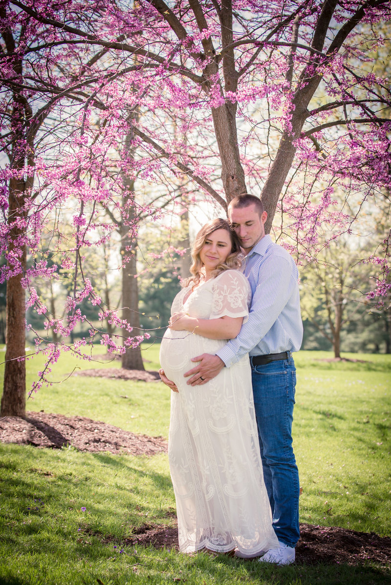 JandDstudio-founderhall-hershey-spring-flowers-maternity-couple-vintage (3)