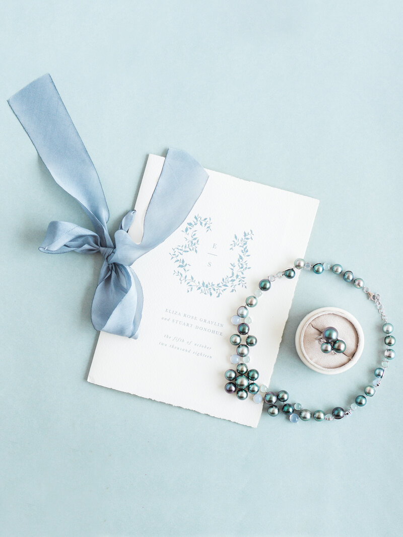 Tahitian pearl necklace and stationery linen in Tahiti